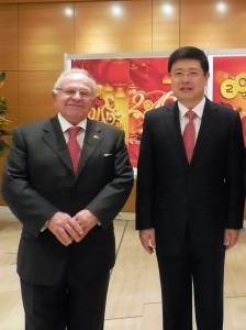 Ο Κωνσταντίνος Γιαννίδης με τον Πρόεδρο της Κίνας Τζόου Σιαολί
