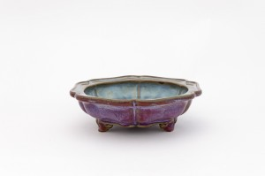 Flower pot; glazed stoneware ('Jun' ware); numeral '7'; Henan, Yuzhou; Ming, late 14th century CE; Benaki Museum ΓΕ 2335
