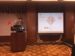 Ο Γιώργος Τζογόπουλος παρουσιάζοντας τους ομιλητές